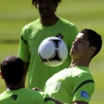 Portugal's forward Cristiano Ronaldo (R)