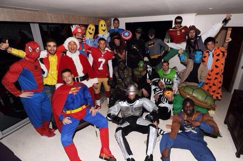Photos : Arsenal\'s Christmas Fancy Dress Party Rocks The House - Who ...